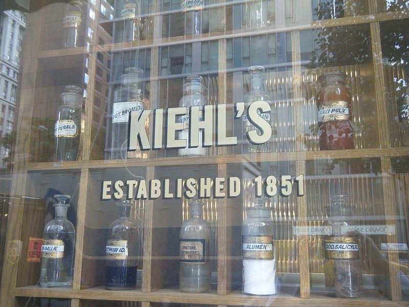 800px-Kiehl's_Storefront_Window